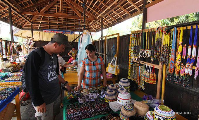 desa-budaya-pampang-toko-souvenir