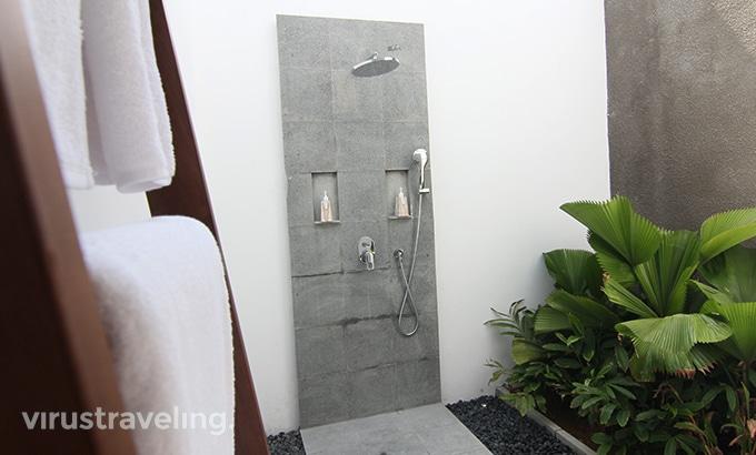 abia-villa-legian-bathroom