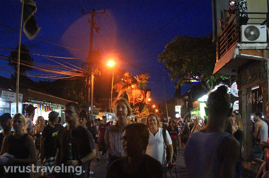 Pawai Ogoh Ogoh di Bali